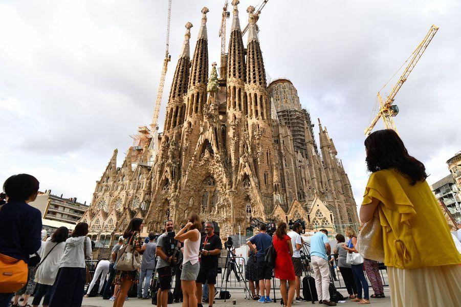A l'extérieur de la Sagrada Familia, dimanche matin, avant la messe en hommage aux victimes des attentats de Barcelone et Cambrils.