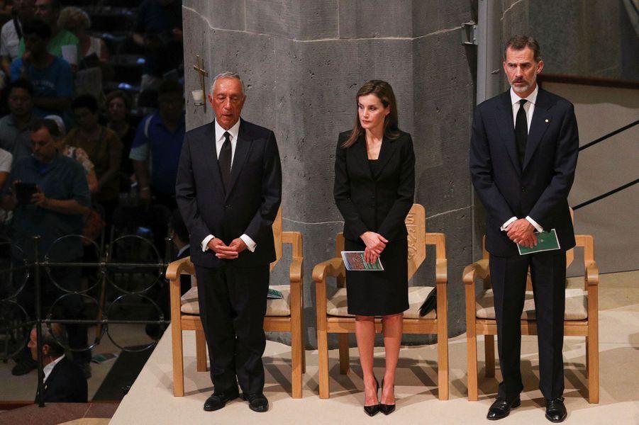 Le couple royal d'Espagne durant la messe, avec le président du Portugal.