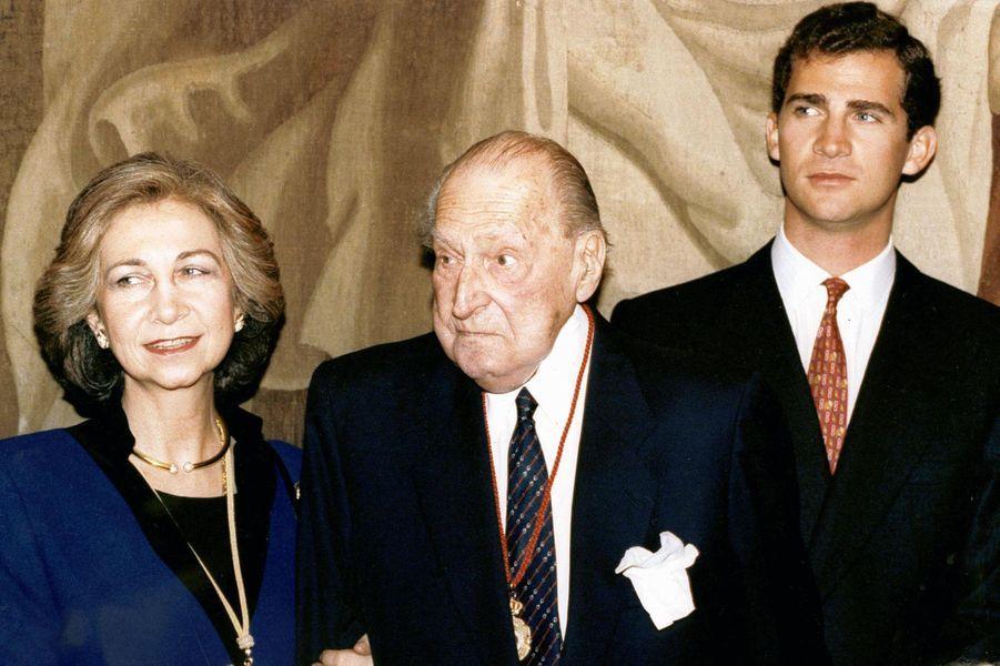 Le prince Juan avec sa belle-fille la reine Sofia et son petit-fils le prince Felipe