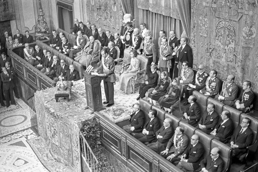 Juan Carlos est proclamé roi d'Espagne à Madrid, le 22 novembre 1975