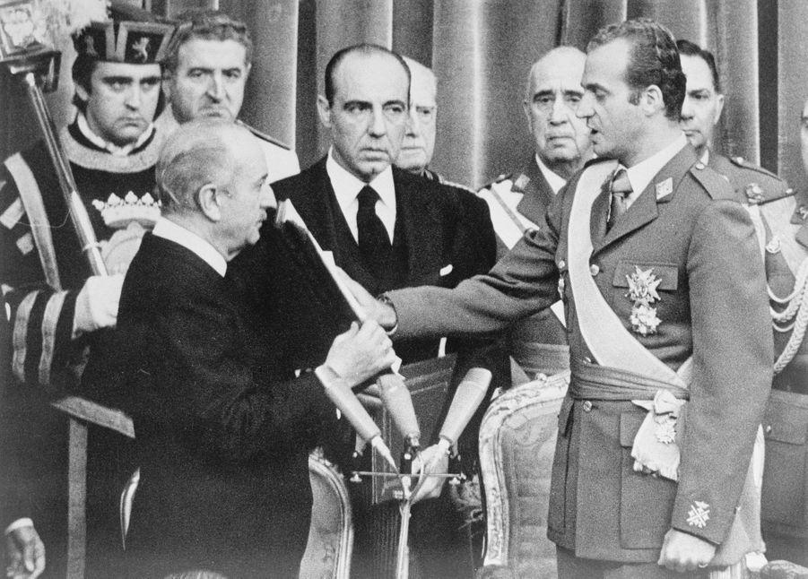 Le roi Juan Carlos d'Espagne prête serment, le 22 novembre 1975