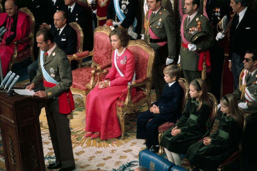 Proclamation de Juan Carlos roi d'Espagne à Madrid, le 22 novembre 1975