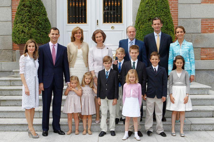 Inaki Urdangarin et la princesse Cristina d'Espagne avec leurs quatre enfants et la famille royale, le 28 mai 2011