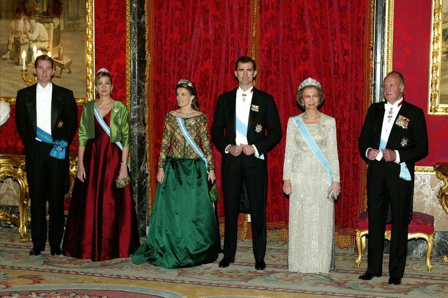 Inaki Urdangarin et la princesse Cristina d'Espagne avec le roi Juan Carlos, la reine Sofia, le prince Felipe et la princesse Letizia, le 8 février 2006