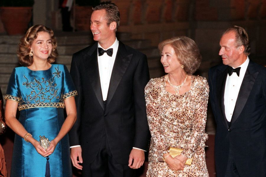 Inaki Urdangarin et la princesse Cristina d'Espagne, la veille de leur mariage, le 3 octobre 1997, avec le roi Juan Carlos et la reine Sofia