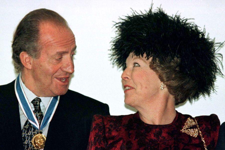 Le roi Juan Carlos Ier d'Espagne avec la reine Beatrix des Pays-Bas, le 11 mai 1996