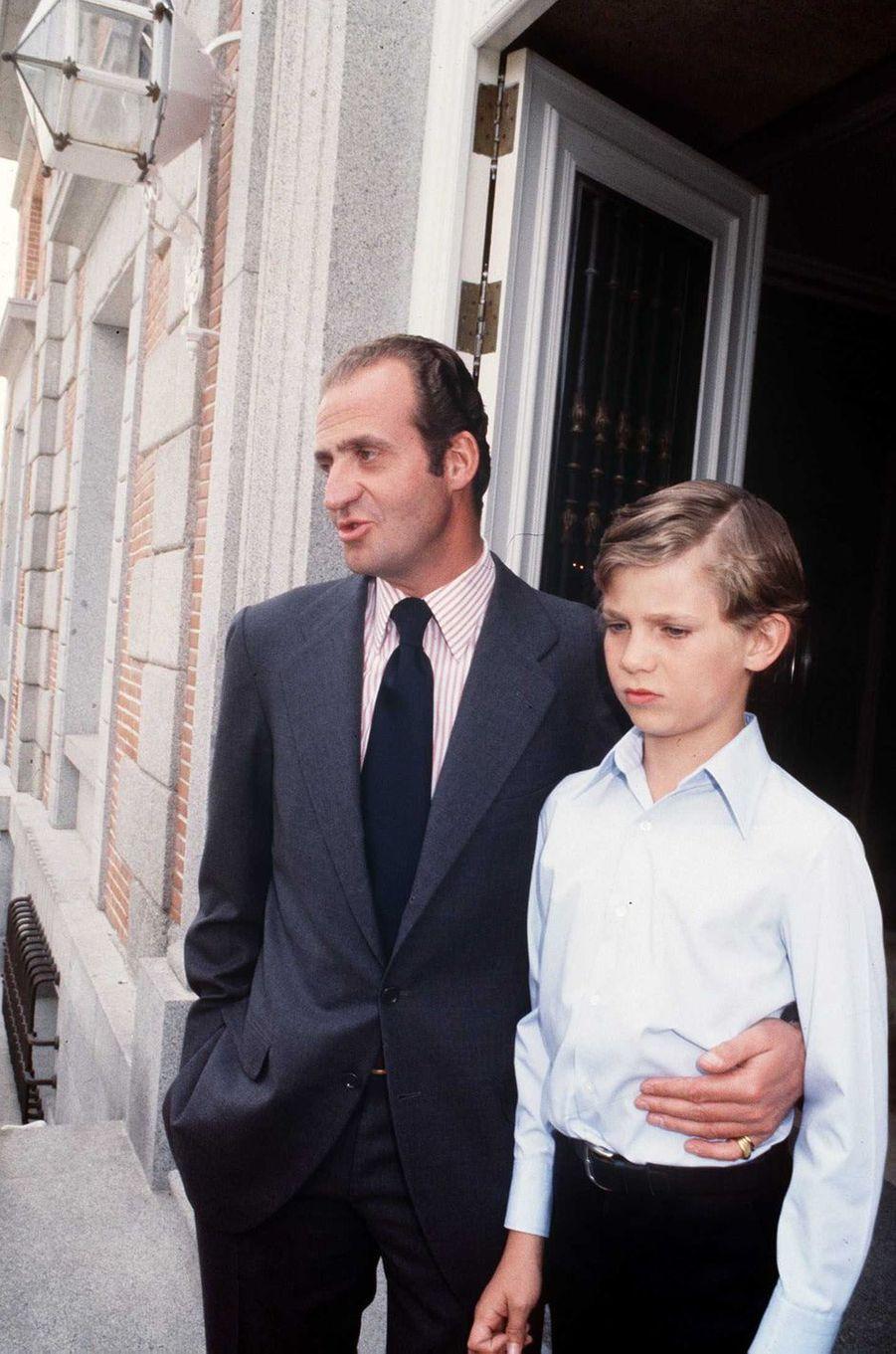 Le roi Juan Carlos Ier d'Espagne et son fils le prince Felipe, le 29 juin 1978