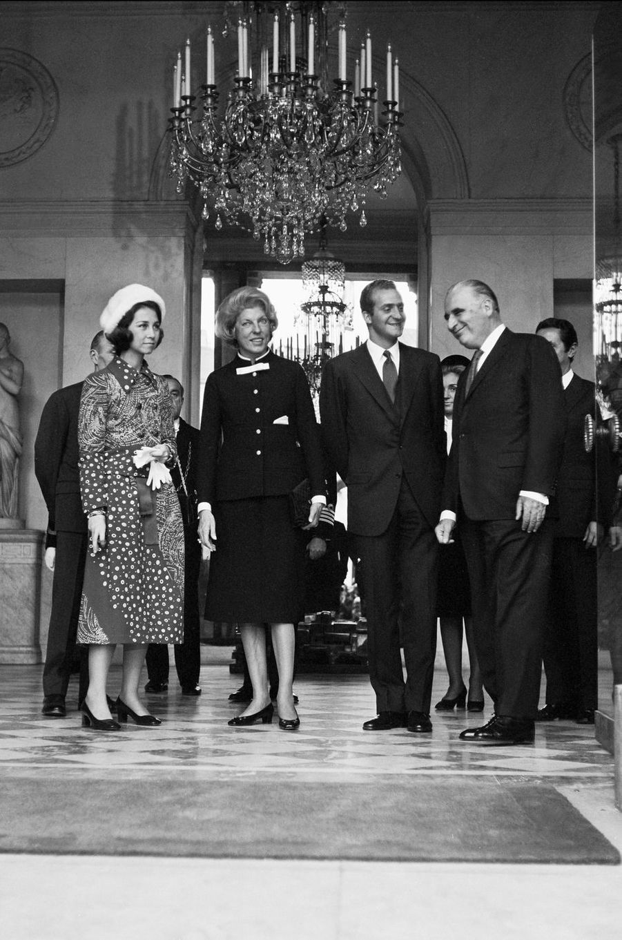 Le prince Juan Carlos d'Espagne et la princesse Sofia avec Georges et Claude Pompidou, le 26 octobre 1970