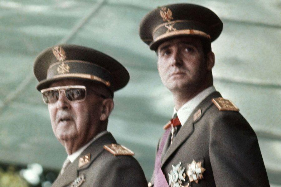 Le prince Juan Carlos d'Espagne avec le général Franco, le 3 mai 1973
