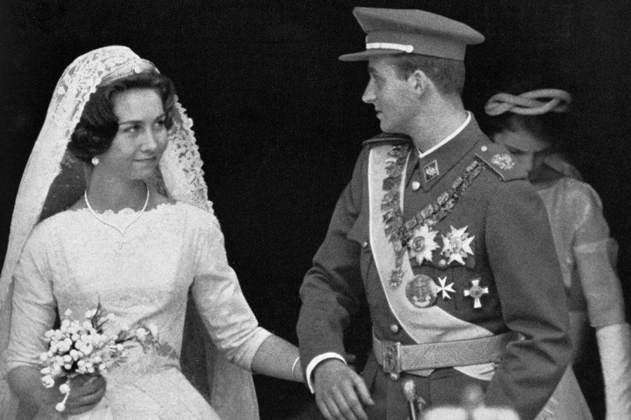 Le prince Juan Carlos d'Espagne et la princesse Sophie de Grèce le jour de leur mariage le 14 mai 1962