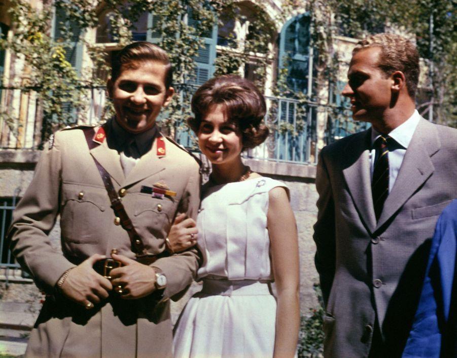 La princesse Sofia avec son mari le prince Juan Carlos d'Espagne et son frère le prince Constantin de Grèce, en mai 1962