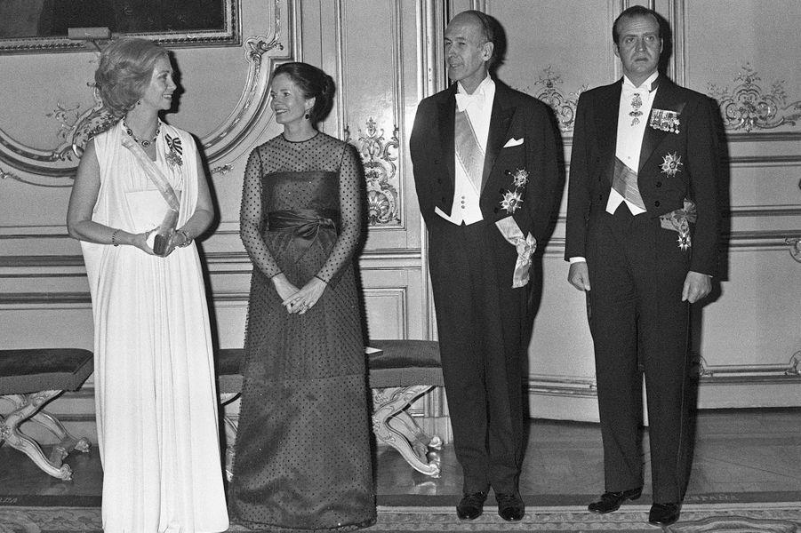 La reine Sofia et le roi Juan Carlos d'Espagne avec Valéry et Anne-Aymone Giscard d'Estaing, le 22 octobre 1976