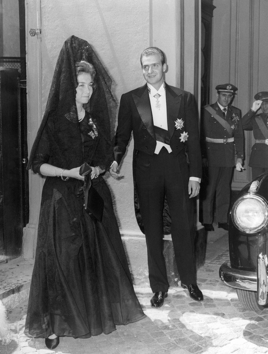 La princesse Sofia et le prince Juan Carlos d'Espagne au Vatican, en mai 1962