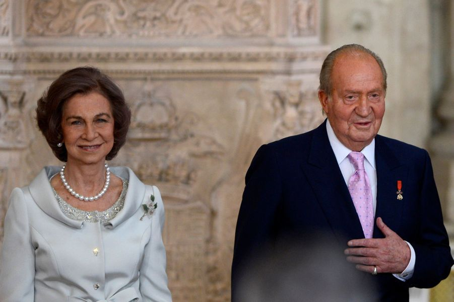 La reine Sofia avec le roi Juan Carlos d'Espagne, lors de la cérémonie d'approbation de son abdication, le 18 juin 2014