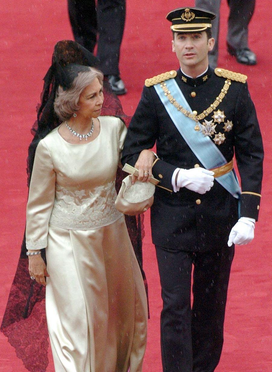 La reine Sofia d'Espagne et le prince Felipe, le jour de son mariage, le 22 mai 2004