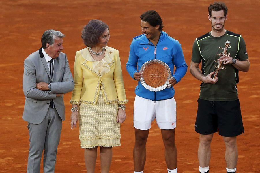 L'ex-reine Sofia d'Espagne avec les finalistes des Masters de Madrid Rafael Nadal et Andy Murray, le 10 mai 2015