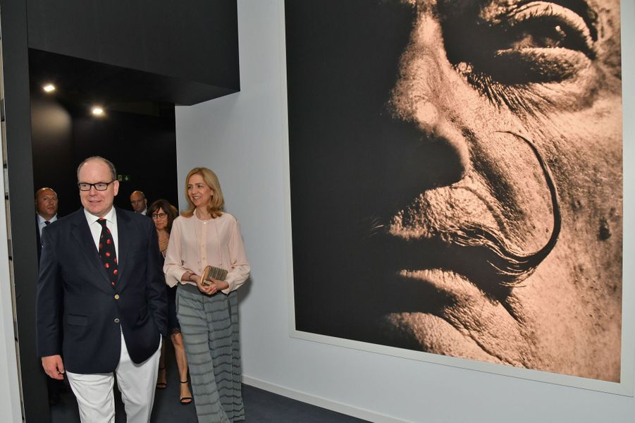Le prince Albert II de Monaco et l'infante Cristina d'Espagne à l'inauguration de l'exposition Dali à Monaco, le 5 juillet 2019