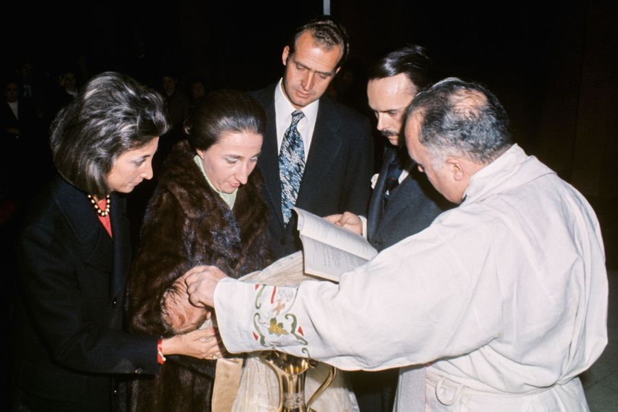 Baptême d'Alfonso, fils de l'infante Margarita d'Espagne et de Carlos Zurita, en présence de Juan Carlos, en 1973