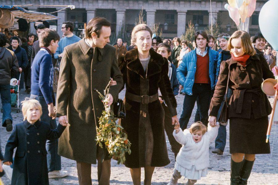 L'infante Margarita d'Espagne et Carlos Zurita avec leurs deux enfants, le 20 décembre 1976