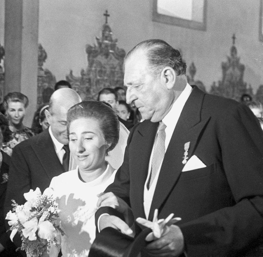 L'infante Margarita d'Espagne avec son père le jour de son mariage, le 12 octobre 1972