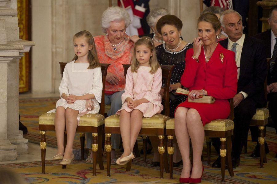 L'infante Margarita d'Espagne avec son mari, sa soeur, les petites princesses Leonor et Sofia et l'infante Elena, le jour de l'abdication du roi Juan Carlos, le 18 juin 2014