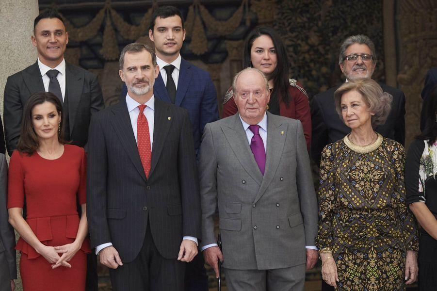La reine Letizia, le roi Felipe VI, l'ex-reine Sofia et l'ex-roi Juan Carlos d'Espagne à Madrid, le 10 janvier 2018