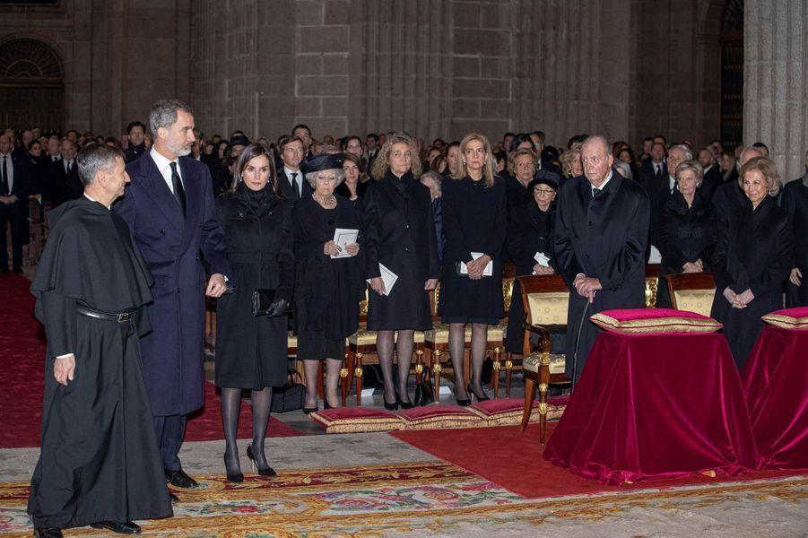 La famille royale d'Espagne et la reine Beatrix des Pays-Bas dans la basilique du monastère royal de San Lorenzo de El Escorial, le 29 janvier 2020