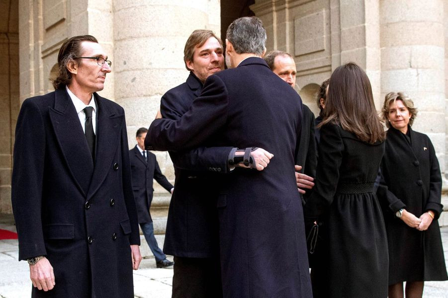La reine Letizia et le roi Felipe VI d'Espagne avec les enfants de l'infante Pilar à San Lorenzo de El Escorial, le 29 janvier 2020