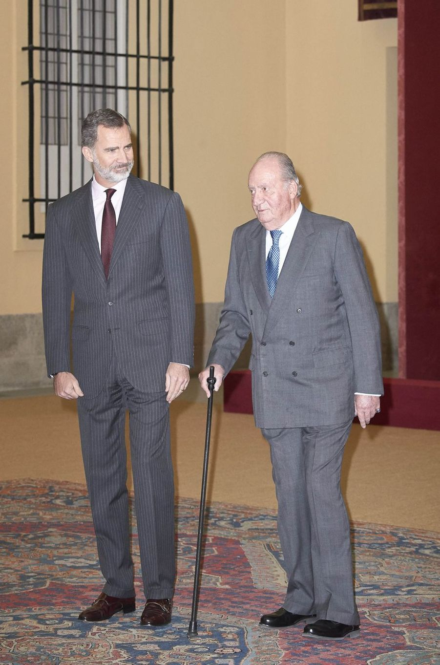 Le roi Felipe VI d'Espagne et son père l'ancien roi Juan Carlos à Madrid, le 3 décembre 2018