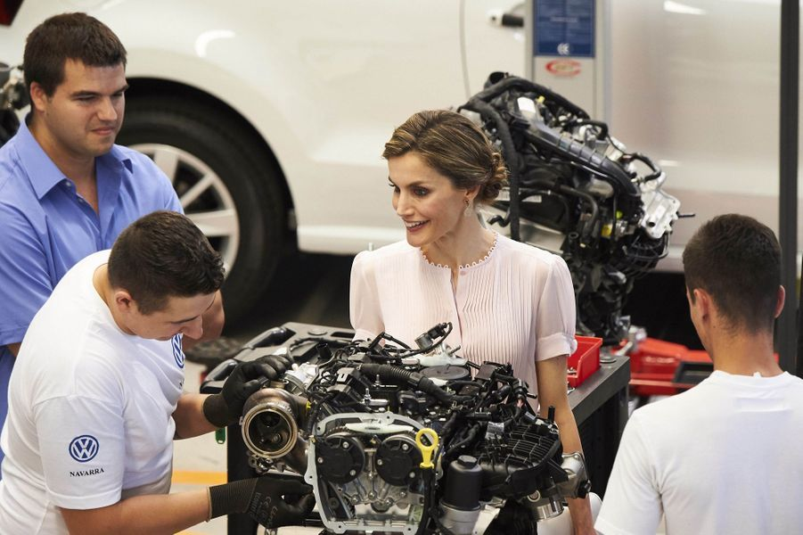 La reine Letizia d'Espagne dans l'usine Volkswagen de Pampelune, le 29 juin 2016