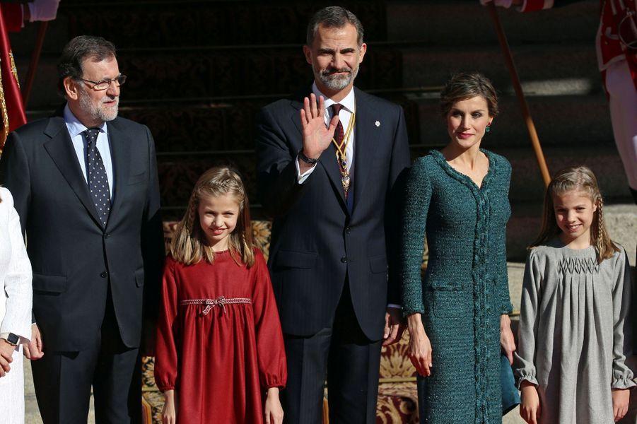 Le roi Felipe VI, la reine Letizia et les princesses Leonor et Sofia d'Espagne avec Mariano Rajoy à Madrid, le 17 novembre 2016