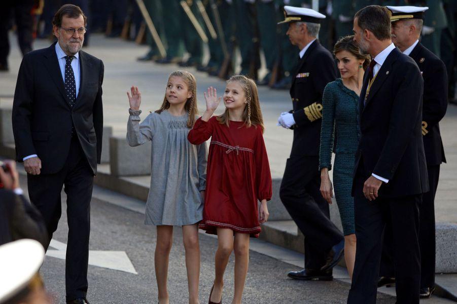Les princesses Sofia et Leonor avec la reine Letizia et le roi Felipe VI d'Espagne et le Premier ministre espagnol Mariano Rajoy à Madrid, le 17 novembre 2016