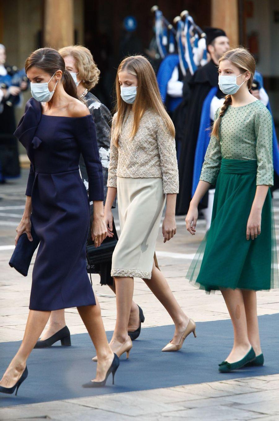 Leonor d'Espagne, princesse des Asturies, chaussée d'escarpins à talons, à Oviedo le 16 octobre 2020