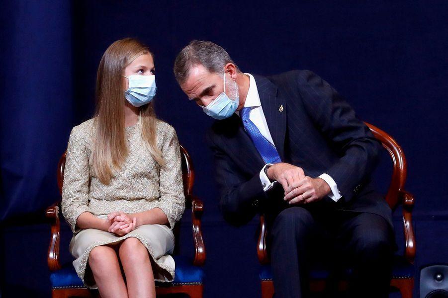 La princesse Leonor et le roi Felipe VI d'Espagne à Oviedo, le 16 octobre 2020