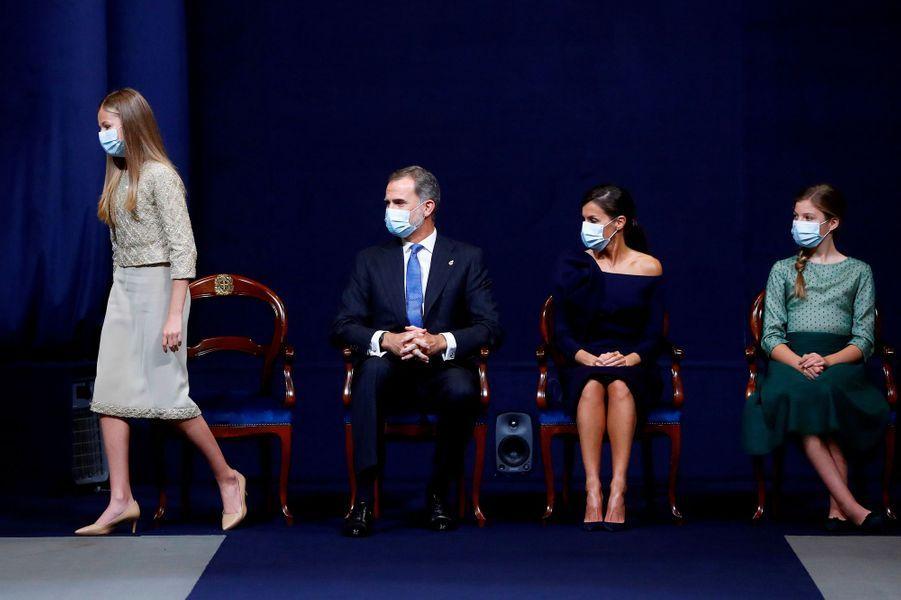 La princesse des Asturies Leonor, le roi Felipe VI, la reine Letizia et l'infante Sofia d'Espagne à Oviedo, le 16 octobre 2020