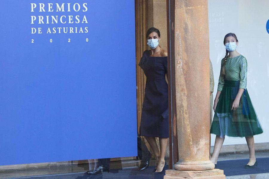 La reine Letizia et l'infante Sofia d'Espagne à Oviedo, le 16 octobre 2020