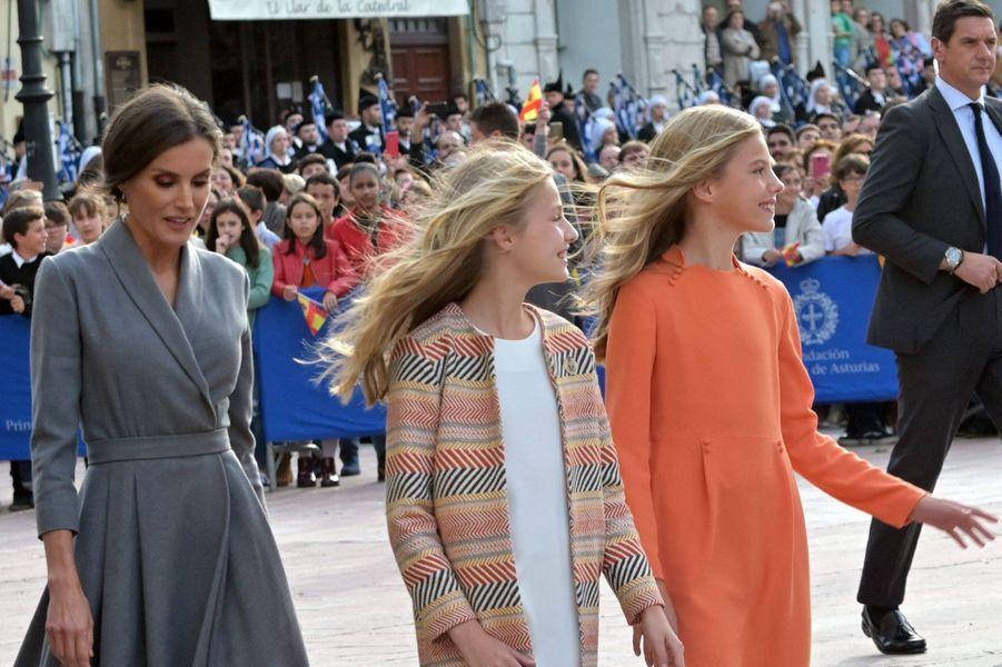 Les princesses Leonor et Sofia d'Espagne avec la reine Letizia à Oviedo, le 17 octobre 2019