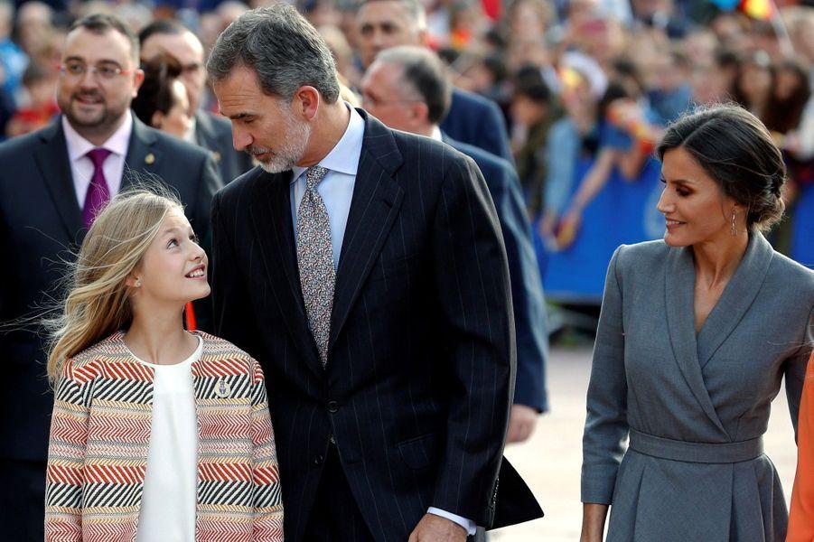 La princesse Leonor d'Espagne avec la reine Letizia et le roi Felipe VI à Oviedo, le 17 octobre 2019