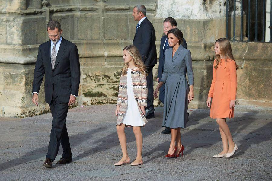 Les princesses Leonor et Sofia d'Espagne avec la reine Letizia et le roi Felipe VI à Oviedo, le 17 octobre 2019
