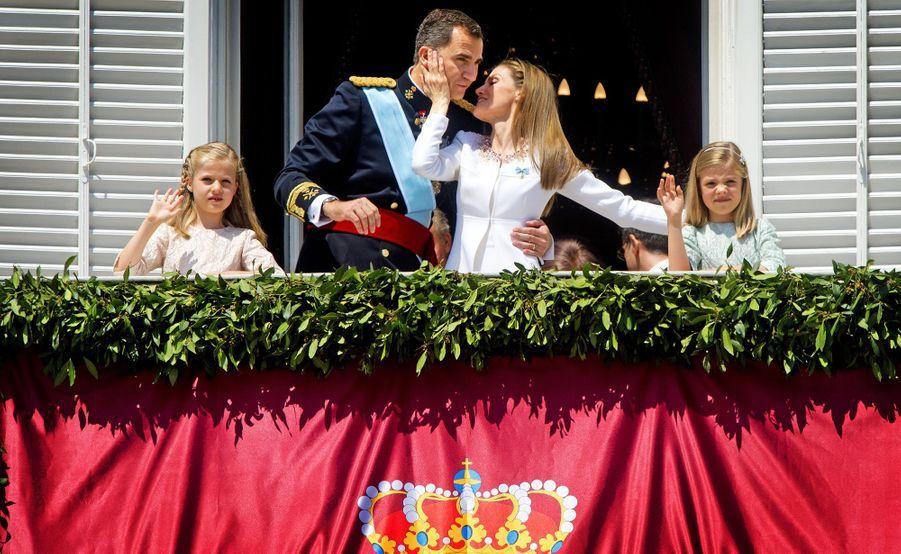 La princesse Leonor d'Espagne avec ses parents et sa soeur le jour où son père est monté sur le trône, le 19 juin 2014