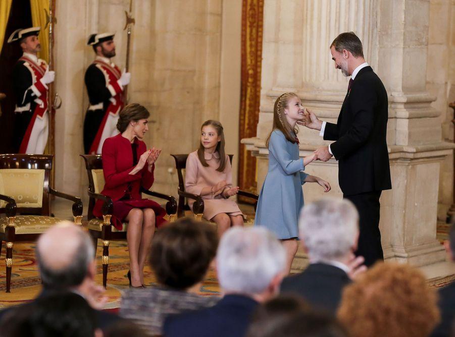 La princesse Leonor d'Espagne décorée par son père de l'ordre de la Toison d'Or, le 30 janvier 2018