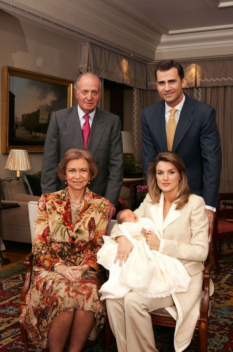 Premier portrait officiel de la princesse Leonor d'Espagne avec ses parents et ses grands-parents paternels, le 7 novembre 2005