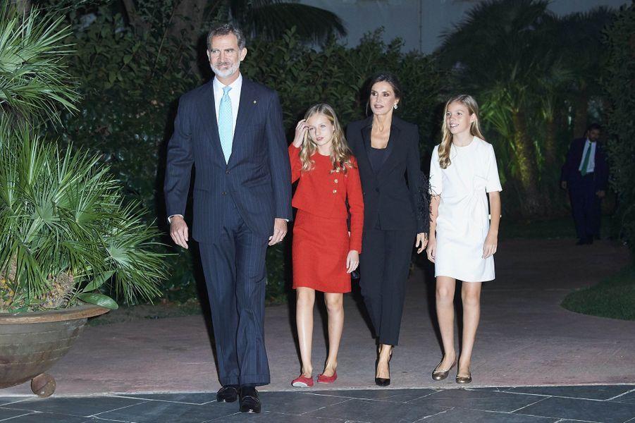 Le roi Felipe VI et la reine Letizia avec les princesses Leonor et Sofia à Barcelone, le 4 novembre 2019
