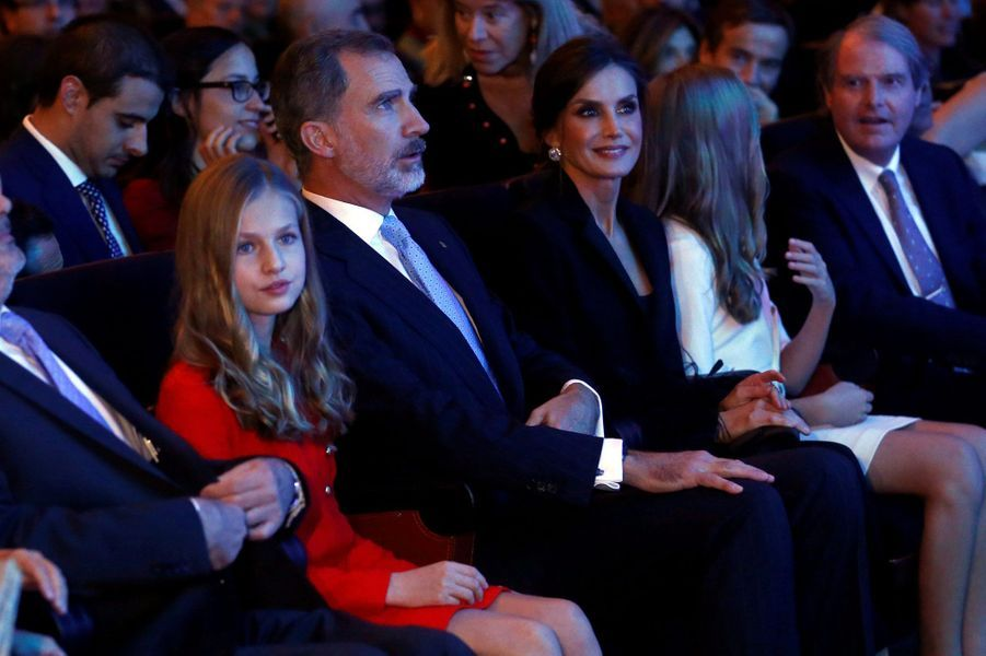 La princesse Leonor, le roi Felipe VI d'Espagne, la reine Letizia et la princesse Sofia à Barcelone, le 4 novembre 2019