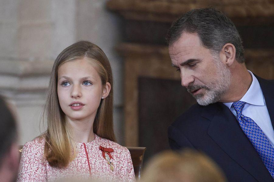 La princesse des Asturies Leonor et son père le roi Felipe VI d'Espagne à Madrid, le 19 juin 2019