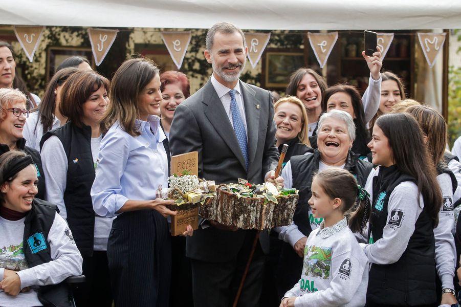 La reine Letizia et le roi Felipe VI d'Espagne à Mual, le 20 octobre 2018