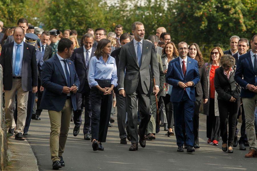 La reine Letizia, casual, et le roi Felipe VI d'Espagne à Mual, le 20 octobre 2018