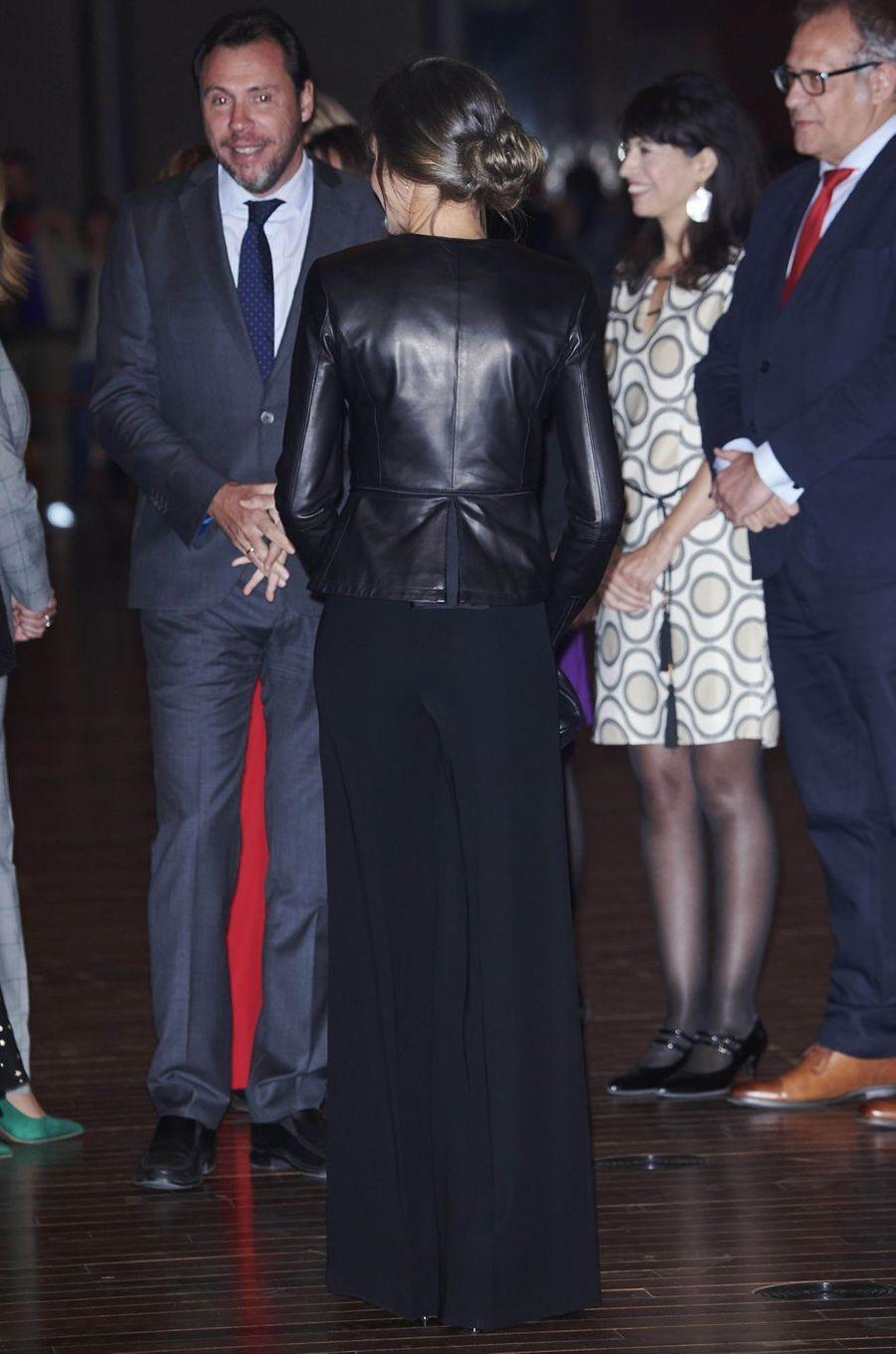 La reine Letizia d'Espagne, de dos, à Valladolid, le 26 octobre 2018