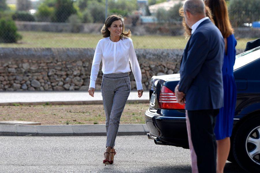 La reine Letizia d'Espagne à son arrivée à Marratxi, le 28 septembre 2018