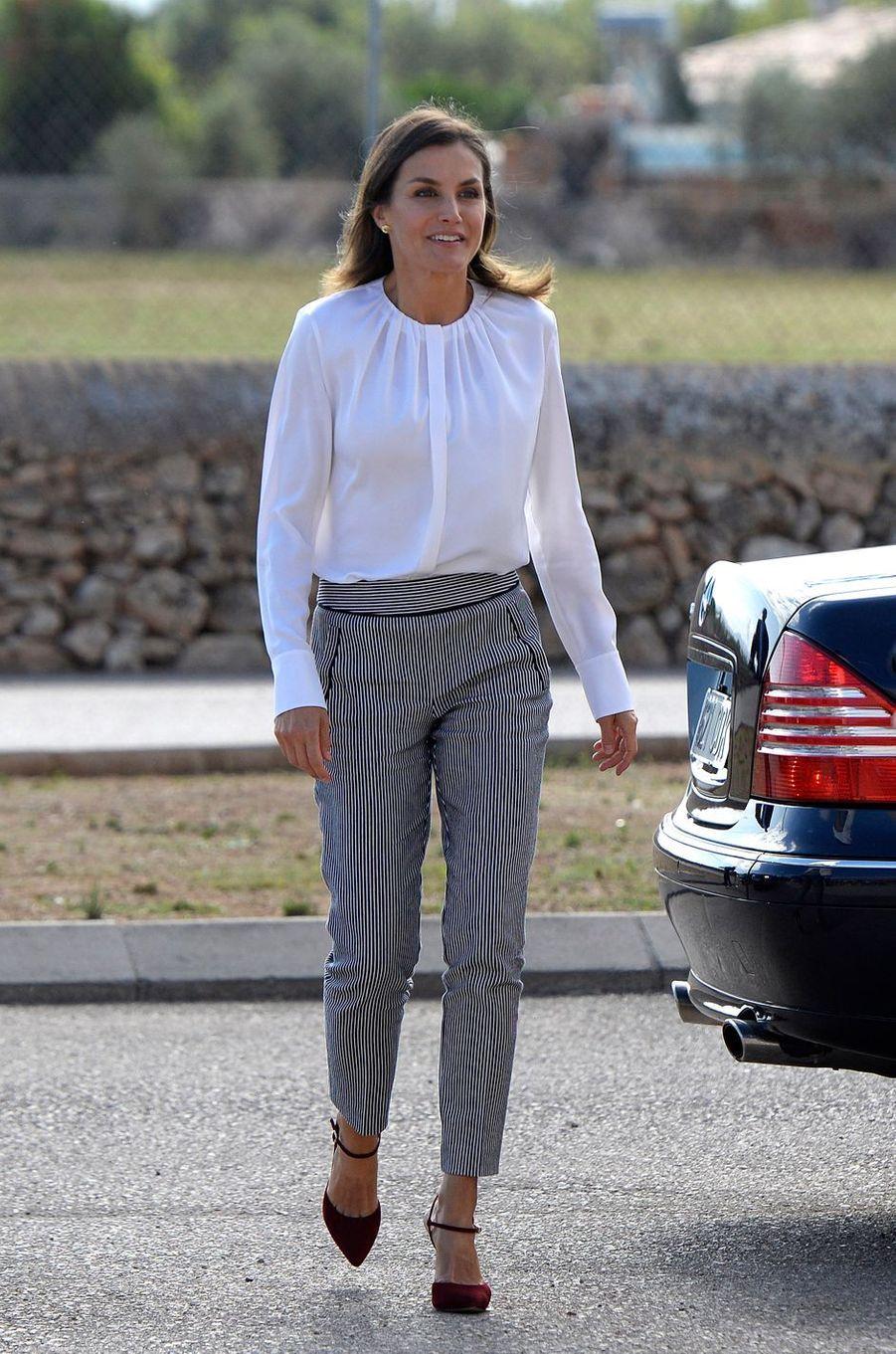 La reine Letizia d'Espagne dans un look Hugo Boss à Marratxi, le 28 septembre 2018
